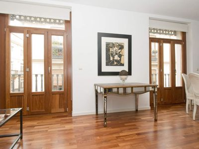 Photo for 3 Bedroom Apartment with balcony. Old Town. Valencia. TRIN 5