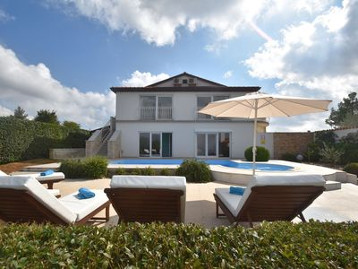 Photo for Beautiful modern villa with private swimming pool in central Kanfanar