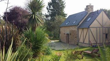 Cottage near the Mont Saint Michel with 1-hectare garden. Granville Avranches