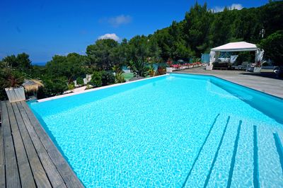 Infinity  pool 10x9 meters and the tennis court