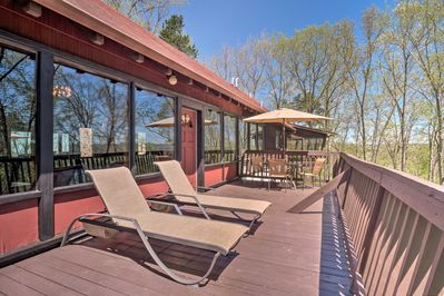 Explore the Cumberland Valley from this Burkesville vacation rental home!