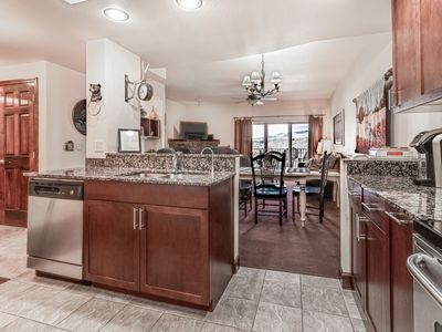 Photo for Spacious Top floor Condo with sunset Mountain views