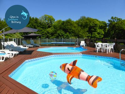 Quistinic Cottage Rental   Nemo Playing In The HEATED Pools!
