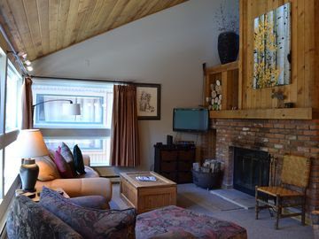 Convenient Condo in East Vail 3.5 miles to Vail. 4011 Bighorn Rd, #6G, Vail,