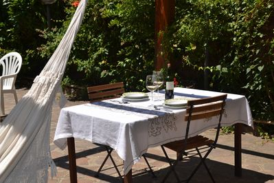 Lunch in the garden: taste the Aglianico Docg! Southern Italy accommodation
