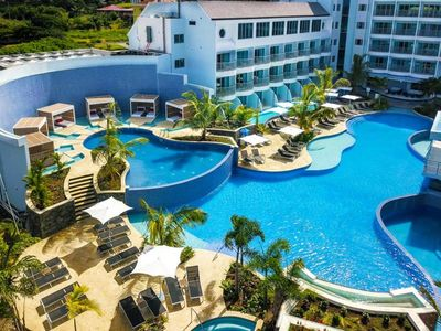Photo for BEAUTIFUL RESORT-STYLE ROOM W/ POOL, SPA, GYM! CLOSE TO BEACH!