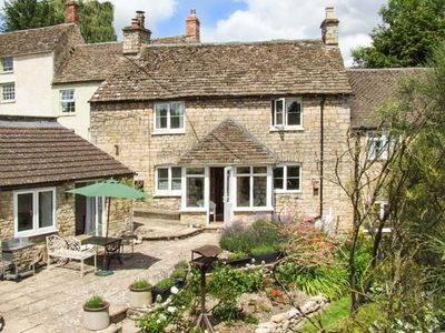 Photo for TUMBLERS, pet friendly, with open fire in Tetbury, Ref 905270
