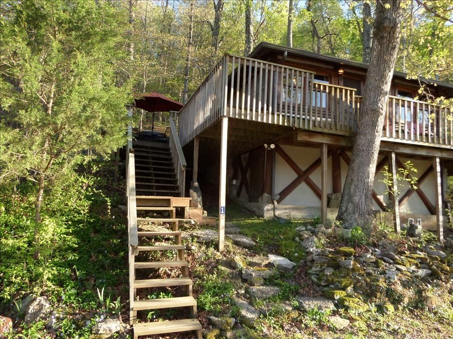 Lake lucerne 1930s treehouse cabin lake front amazing for Lake front view