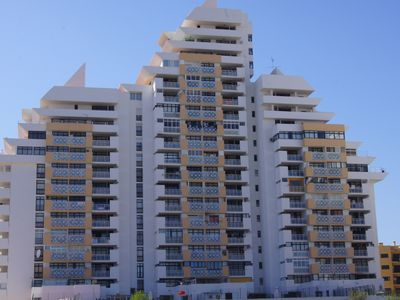 Photo for Lovely 2 Bed Apartment in the Heart of Armacao de Pera