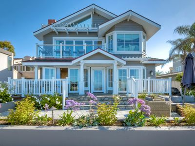 New! Beachfront, patio w/ BBQ & fire pit, large kitchen, families welcome!