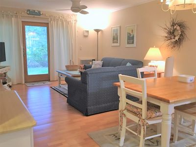 Photo for Street Level, Renovated, 2 BR, 2 Bath with 1 A/C - EA0538