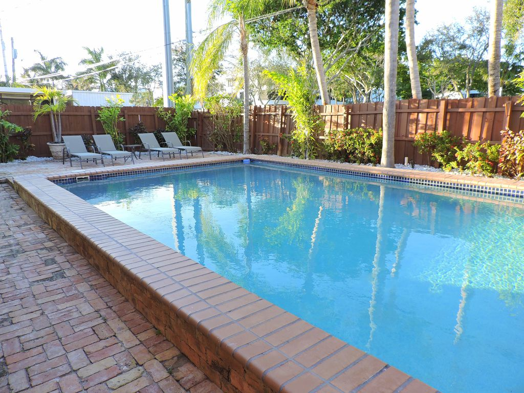 Las Brisas 5/3 for 12 Guests Heated Pool 1 Mi to Beach
