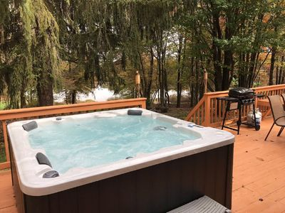 Photo for 5BDR Lakehouse w/outdoor jacuzzi Getaway