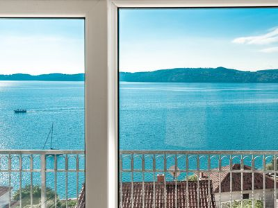 Photo for Big Flat for 6 (8) People! Mighty Fine View! Only 2.5km from TROGIR!