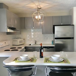 Photo for Downtown retreat 2 BD / Free parking / sleeps 6