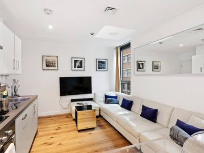 Photo for Stylish 1 Bed in Angel, 6 mins to tube