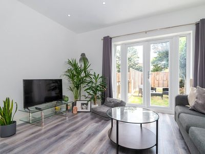 Photo for Beautiful Flat For 3 With A Garden In Acton