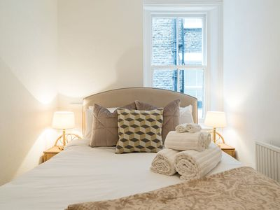 Photo for Stunning 2Bedroom apartment in lovely Fulham & Chelsea borough