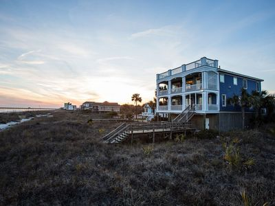 Oceanfront relaxation at its best! Magnificent 5 Bed/5.5Bath 3 blocks from pier