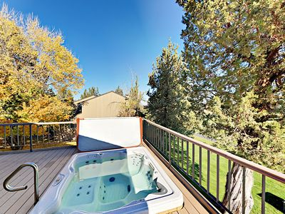 Hot Tub - Relaxing private hot tub with views of Eagle Crest Resort Golf Course.