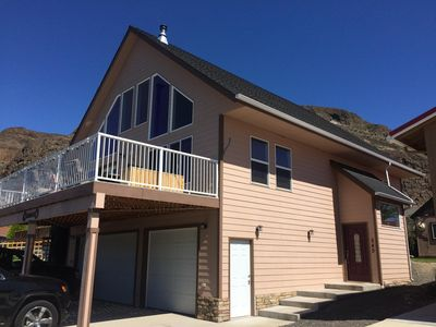 Photo for Beautiful Sunland Home close to Gorge Concerts, Wine Tasting, River Recreation!