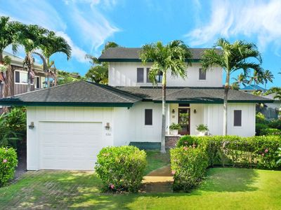 The front house is a beautiful 3 bed/3bath plantation-style ocean view home