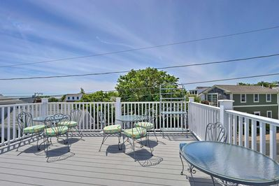 Enjoy fantastic views of the city and bay from the deck!