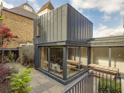 Photo for Remarkable, interior designed house boasting a marvellous garden patio (Veeve)