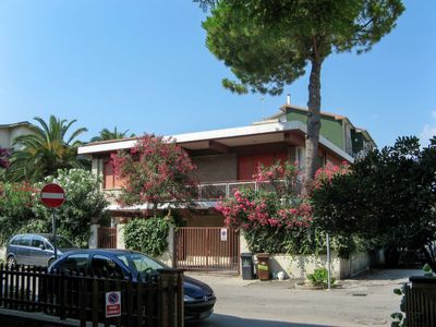 Photo for Vacation home Villa Cerreta (PIT100) in Pineto - 12 persons, 5 bedrooms