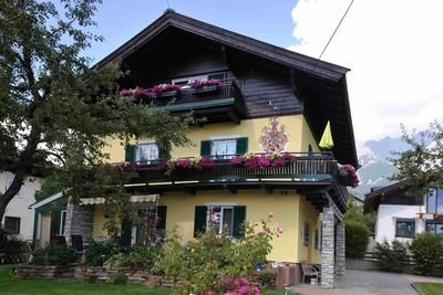 Photo for Holiday apartment Saalfelden am Steinernen Meer for 4 - 8 persons with 3 bedrooms - Holiday apartmen