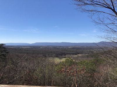 30 mile views newer log cabin Close to Luray and national park river
