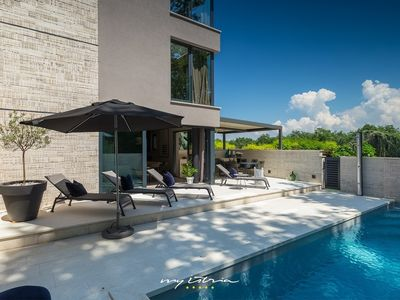 Photo for Luxurious villa with private pool near the sea