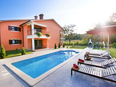 Photo for Charming and ideal for 10 vacationers, private pool