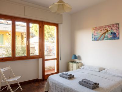 Photo for Vittoria apartment, 2 bedrooms, 6 beds, near the sea