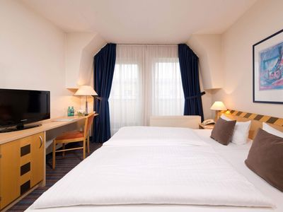 Photo for Double room, shower or bath, WC, - ACHAT Premium Dresden