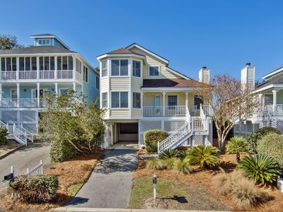 Photo for Beautifully decorated cottage steps from the beach & community pool!