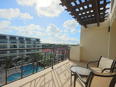 Photo for Panoramic View, Spacious Balcony, Enjoy endless Sunshine in this Loft Condo