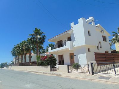 Stunning Villa-Pr Pool-Hub of Coral Bay No car needed-BBQ-free wifi+aircon-UK tv