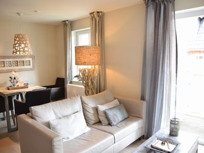 Photo for Charming apartment with Wi-Fi, parking and south balcony in a prime location, Berthin-Bleeg-Str. 1, W4, Esprit 3