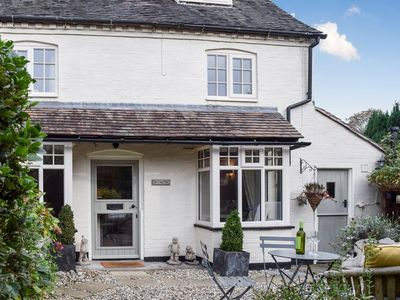 Photo for 3 bedroom accommodation in Snitterfield, near Stratford-upon-Avon