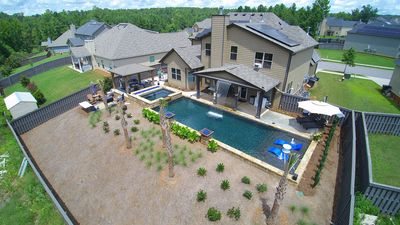 Year round rental! Pool, Hot Tub, Porch, Grill, Gym, and Tanning Bed!