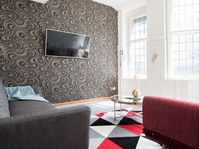 Photo for The College Green Chalet - Stylish 3BDR Apartment in Historic Building