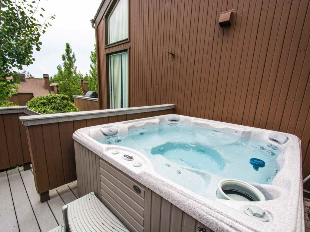 FREE Paddle Boarding! Golf Course Views, Private Hot Tub! 2 Mins to ...