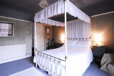 Double bedroom with four poster bed