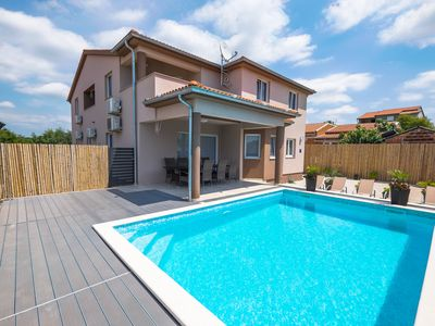 Photo for Modern apartment Pistachio, use of games room, pool and fitness room near road