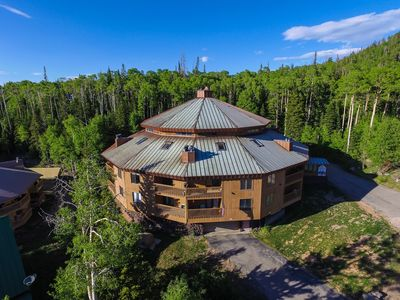 Photo for Your Dream Ski Condo!Fireplace-Jacuzi-Sauna-KingBed-Hdtv-Wifi-Xbox-Cover Parking