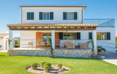Photo for Family holiday home with pool, trampoline and table tennis