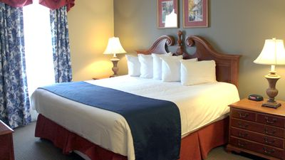 Photo for Family Style Suite- Sleeps 10 at Kingsgate Resort. Indoor Pool. Free Game Rooms.