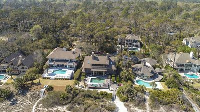9 Dinghy - Spacious Oceanfront Home, private pool & hot tub & family bikes incl.