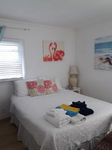 Full Circle Houseboat  Tranquility Guestroom  1 bd/1 bth